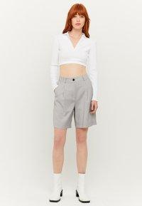 TALLY WEiJL - HIGH WAIST BERMUDA - Shorts - grey - 1