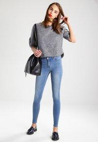 Vila - VICOMMIT - Jeans Skinny Fit - medium blue denim - 1