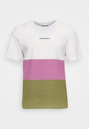 JORCLAY STRIPE TEE CREW NECK - T-shirt z nadrukiem - martini olive