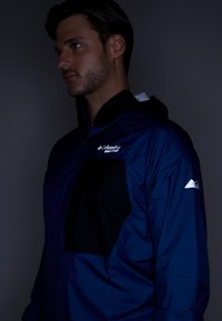 Columbia - ROGUE RUNNER WIND JACKET - Hardshelljacke - marine blue/black - 4