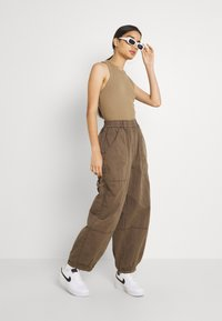 BDG Urban Outfitters - BAGGY PANT - Trousers - chocolate - 1