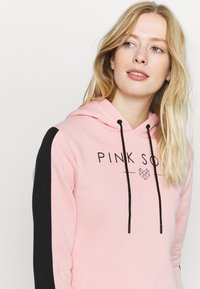 Pink Soda - YARROW HOODIE - Jersey con capucha - pink black - 4