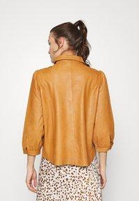 Saint Tropez - EMBER - Button-down blouse - meerkat - 2