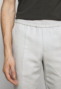 Filippa K - TERRY CROPPED SLACKS - Kalhoty - grey - 5