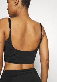 We Are We Wear - TONI PLUNGE CROP - Bikini top - black - 4