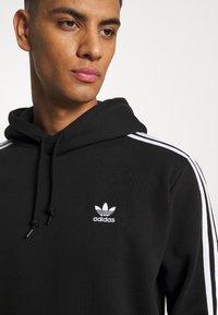 adidas Originals - 3-STRIPES HOODY ORIGINALS ADICOLOR SWEATSHIRT HOODIE - Felpa con cappuccio - black - 5