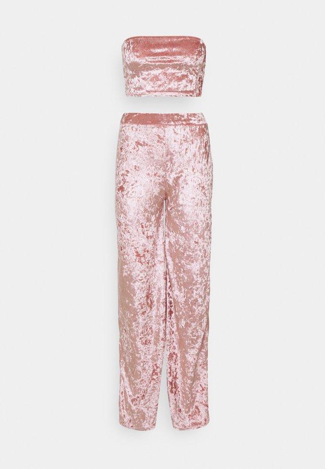 CRUSHED BANDEAU AND TROUSER - Pantalon classique - blush