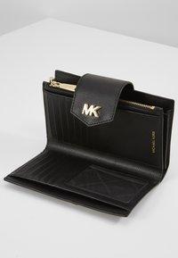 MICHAEL Michael Kors - SNAP WRISTLET - Wallet - black - 4