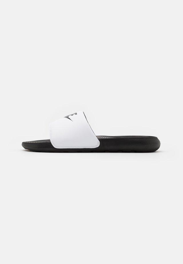 VICTORI ONE SLIDE - Mules - black/white