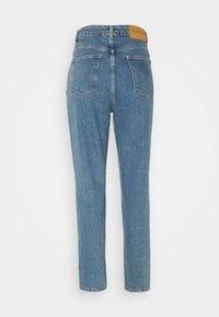 Selected Femme - MOM - Straight leg -farkut - medium blue denim - 1