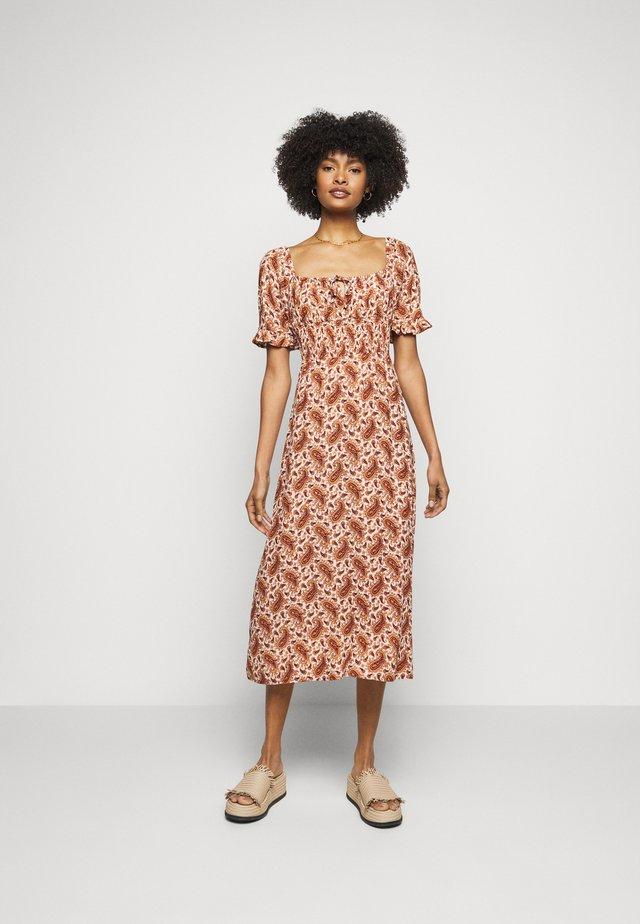 EL PASO MIDI DRESS - Denní šaty - sable/burgundy