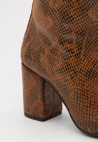 Pinko - LAETITIA STIVALE - Over-the-knee boots - marrone - 4