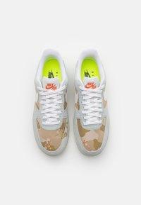 Nike Sportswear - AIR FORCE 1 '07 LX M2Z2 - Trainers - photon dust/team orange - 3