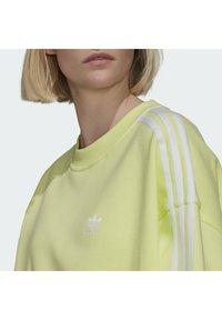 adidas Originals - OVERSIZED - Sweatshirt - pulse yellow - 4