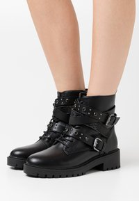 Dorothy Perkins - ALEXIA STRAP BOOT - Cowboy/biker ankle boot - black - 0