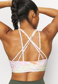 Cotton On Body - STRAPPY SPORTS CROP - Light support sports bra - tropicool multi - 3