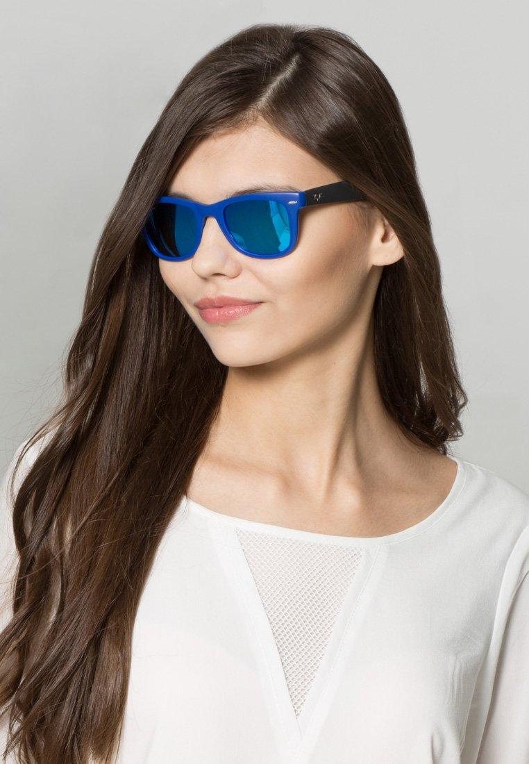 Ray-Ban - 0RB4105 FOLDING WAYFARER - Sunglasses - blue