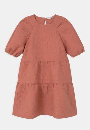 NKFHALAST - Koktejlové šaty/ šaty na párty - desert sand