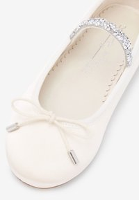 Next - IVORY EMBELLISHED STRAP BALLET SHOES (OLDER) - Ankle strap ballet pumps - white - 4