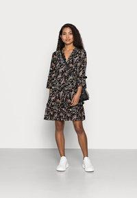 Vero Moda Petite - VMSIMPLY EASY SHORT DRESS - Denní šaty - black - 1