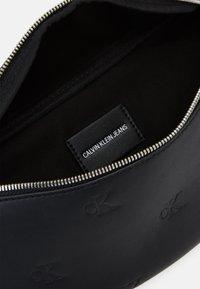 Calvin Klein Jeans - WAISTBAG - Saszetka nerka - black - 2