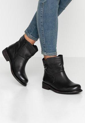 GREDO - Kotníkové boty - black