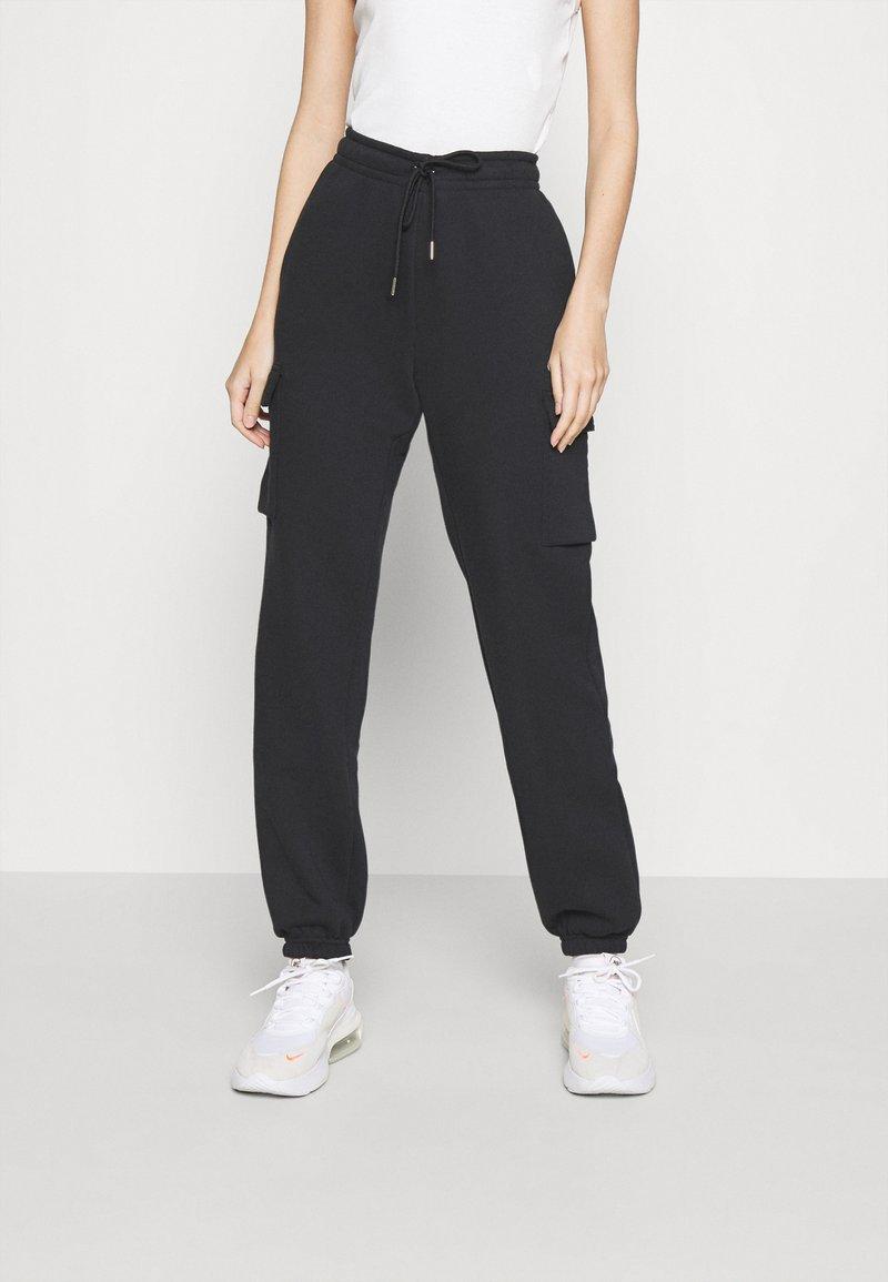 Nike Sportswear - CARGO PANT LOOSE - Teplákové kalhoty - black