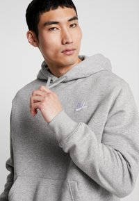Nike Sportswear - CLUB HOODIE - Hættetrøjer - grey heather/matte silver/white - 3
