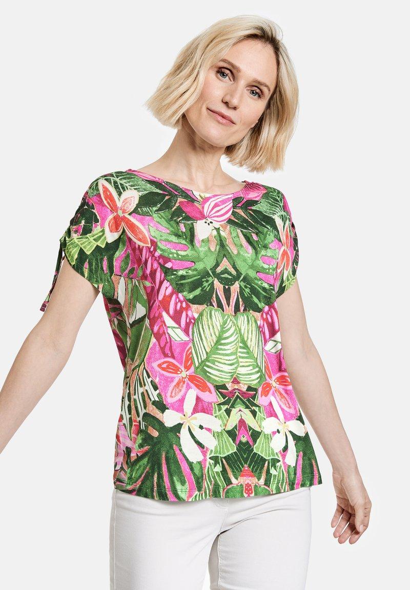 Gerry Weber Casual - T-shirt med print - violet/pink/green