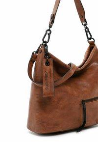 SURI FREY - CHELSY - Handbag - cognac - 3