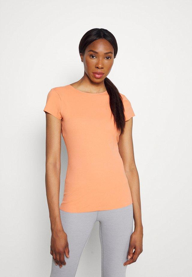 LUXE INFINALON - Basic T-shirt - healing orange/apricot agate