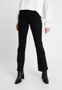 Wrangler - BODY BESPOKE - Jeans bootcut - black - 0