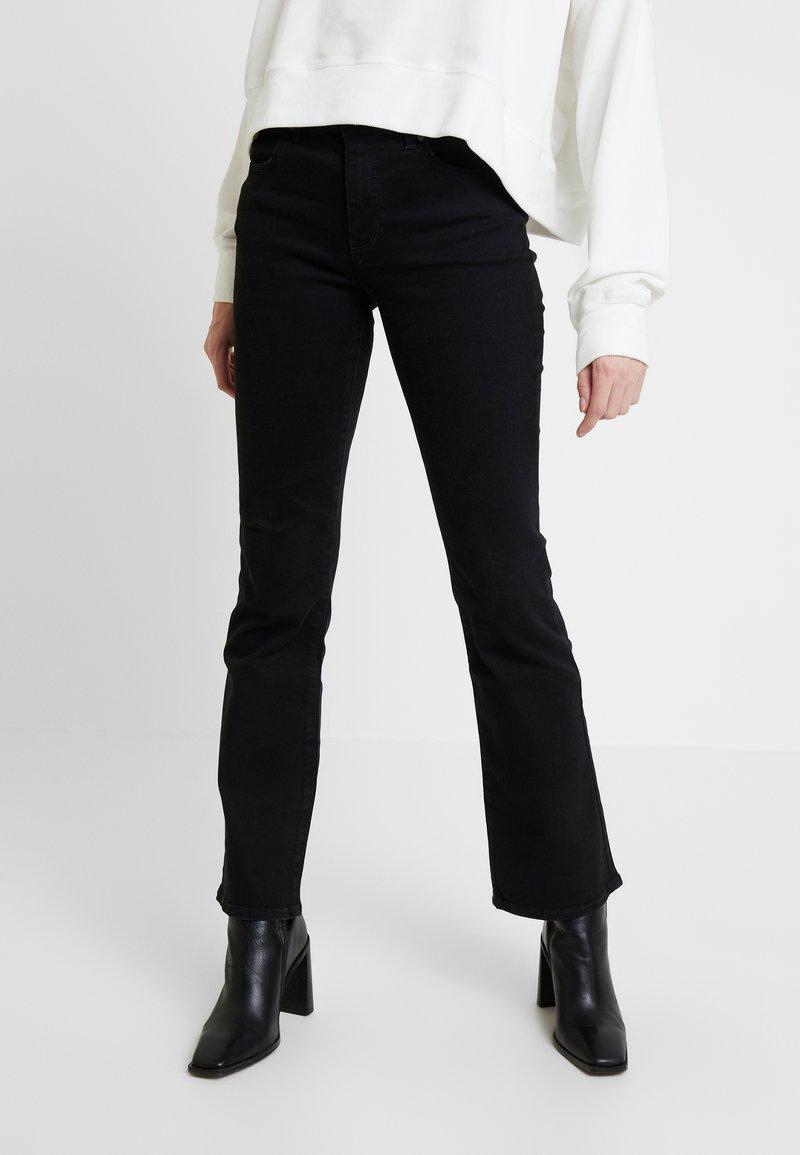 Wrangler - BODY BESPOKE - Jeans bootcut - black