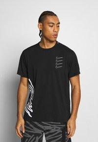 Nike Performance - Camiseta estampada - black/white - 0