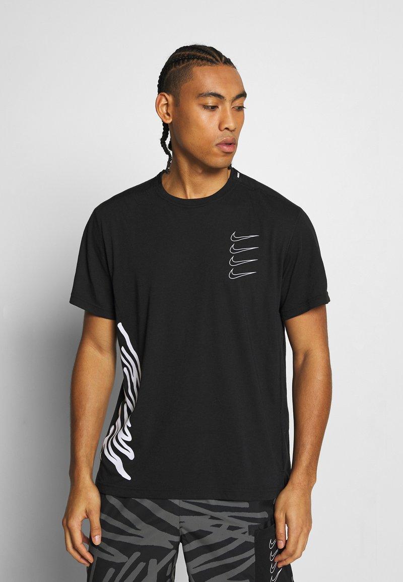 Nike Performance - Camiseta estampada - black/white
