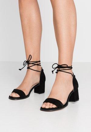 DAKOTA - Sandaalit nilkkaremmillä - black