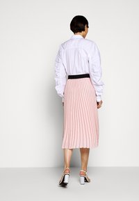 KARL LAGERFELD - PIN STRIPE PLEATED SKIRT - A-line skirt - rose smoke - 2