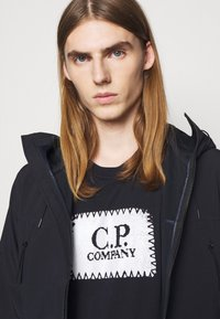C.P. Company - OUTERWEAR  SHORT JACKET - Lehká bunda - total eclipse - 3
