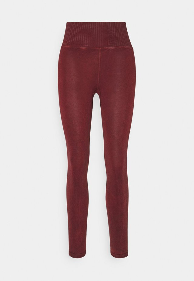 GOOD KARMA LEGGING - Punčochy - wine