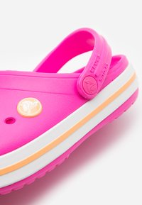 Crocs - CROCBAND - Pool slides - electric pink/cantaloupe - 5