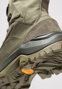 Columbia - CAMDEN OUTDRY CHUKKA - Hiking shoes - nori/grey - 5