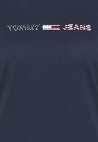Tommy Jeans - AMERICANA LOGO TEE - T-shirts med print - twilight navy - 2