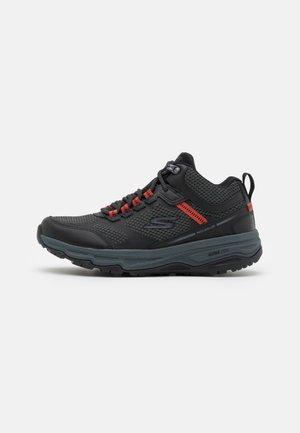 GO RUN TRAIL ALTITUDE - Løbesko trail - black/charcoal