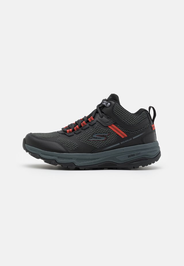 GO RUN TRAIL ALTITUDE - Trail running shoes - black/charcoal