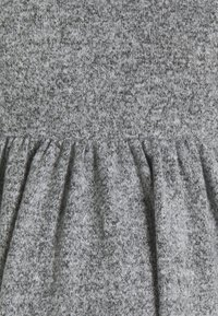 MAMALICIOUS - MLCAILA DRESS - Sukienka dzianinowa - medium grey melange - 2