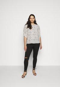 Missguided Plus - LAWLESS SLASH KNEE HIGHWAISTED SUPERSOFT - Jeans Skinny Fit - black - 1
