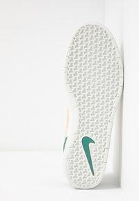 Nike SB - TEAM CLASSIC - Skateschoenen - bicoastal/celestial gold/summit white - 4