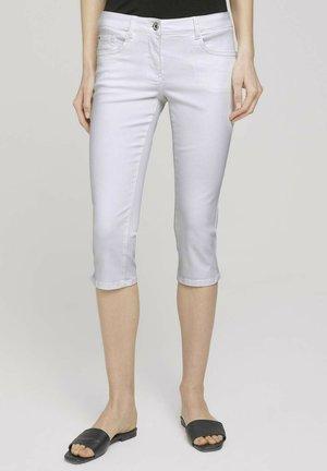 ALEXA SLIM CAPRI  - Denim shorts - white