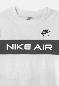 Nike Sportswear - AIR SET  - Pantalones deportivos - black/white - 3
