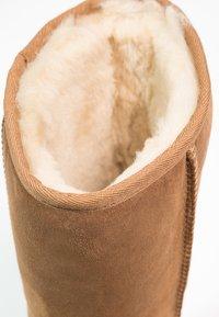 UGG - CLASSIC II - Boots - chestnut - 6